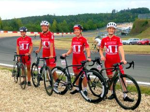 Die MT-Radsportlerinnen vor dem Start am Nürburgring (v.li.): Sarah Trapp, Petra Schildwächter, Christina Mittelbach und Sophie Jahnecke. Foto: MT Radsport