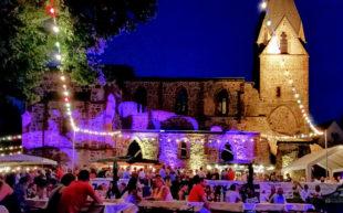Die schönste Art des »Feier«-Abends bieten die vier Tage Weindorf an der Totenkirche vom 11. bis 14. Juli. Foto: nh
