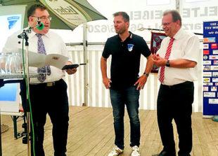 Zum 100. Jubiläum wurde der TSV 1919 Wiera im Auftrag von Ministerpräsident Volker Bouffier mit der Silbernen Ehrenplakette ausgezeichnet. Foto: nh