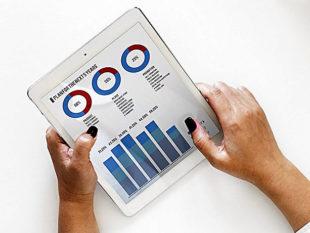 Statistiken, Neuigkeiten und Auswertungen bietet eine neue gratis App von der IHK. Foto: rawpixel | Pixabay