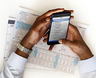 Alle Geschäftsdaten mobil zur Hand – eine neue gratis App der IHK liefert Unternehmern einen neuen Service. Foto: rawpixel | Pixabay