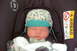 Babies dürfen im Auto nur in geeigneten Sitzen mit zugelassenen Rückhaltesystemen mitgenommen werden. Foto: Gerald Schmidtkunz