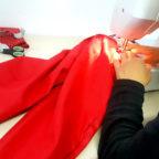 Die Frauen der Nähwerkstatt von Arbeit und Bildung e.V. schaffen Neues aus Altem. Foto: Arbeit & Bildung e.V