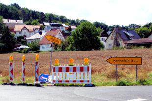 Nach der B 83-Sanierung muss nun die durch Umleitungsverkehr beschädigte K 68 saniert werden. Im Bild: Der Abzweig bei Wichte in Richtung Konnefeld. Foto: Gerald Schmidtkunz