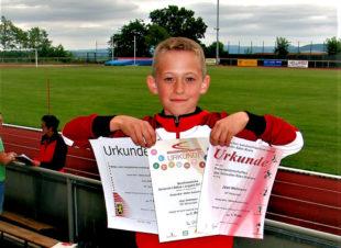 Der kleine Jean Heilmann als großer Sieger bei den nordhessischen Stadion-Crossmeisterschaften in Borken