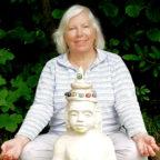 Yoga-Lehrerin Erika Sinning gibt Kurse für Anfänger und Erfahrene. Foto: vhs