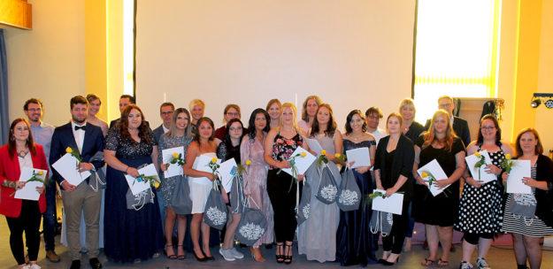 Mit Erfolg haben 17 Prüflinge am Asklepios Bildungszentrum für Gesundheitsfachberufe Nordhessen ihr Staatsexamen in der Gesundheits- und Krankenpflege abgelegt. Foto: Asklepios/Dietz
