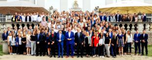 In der Fuldaer Schlossfasanerie Eichenzell (Bild) und in Kassel nahm Finanzminister Dr. Thomas Schäfer dem beruflichen Nachwuchs den Amtseid ab. Foto: Laura Fiederer | HMdF