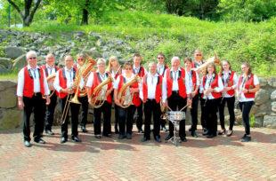 Die Knüllwaldmusikanten spielen zum Oktoberfest 2019 in Oberbeisheim auf. Foto: nh