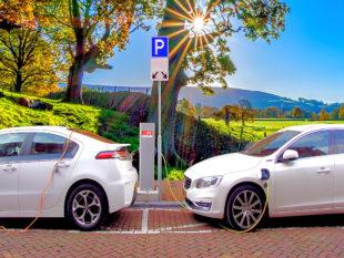 Vom gut ausgebauten Netz mit Ladestationen ist auch der Ausbau der Elektromobilität abhängig. Foto: Menno de Jong   Pixabay