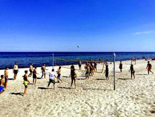 Auch eine Runde Beach-Volleyball am Strand gehört zu den beliebten Freizeitaktivitäten. Foto: Schwalm-Eder-Kreis | FB03