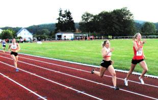 Sophia Hog und Katharina Wagner lieferten sich über 100 und 200 m spannende Sprintduelle. Foto: nh
