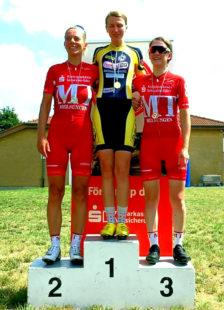 Siegerehrung Damen (v.li.): Petra Schildwächter, Jasmin Corso, Sophie Jahnecke. Foto: Kristinas Radsportfotos