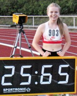 Vivian Groppe freute sich über ihre neue 200m-Bestzeit, die auf 25,64 Sekunden korrigiert wurde. Foto: nh