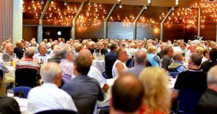 Mit ihrer Veranstaltung für Ehrenamtliche füllt die IG Metall mühelos jeden Festsaal. Foto: Martin Sehmisch
