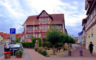 Im Rathaus der Gemeinde Morschen liegen seit dem Wochenende zwei Zuwendungsbescheide des Landes Hessen über 261.000 Euro. Foto: Schmidtkunz
