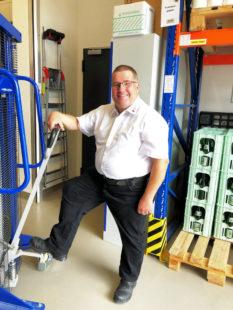 Nach der Langzeitarbeitslosigkeit fand Stefan Elsner mithilfe des Jobcenters endlich in einen Beruf, der ihm Einkommen, Freude und Erfüllung bietet. Foto: Jobcenter