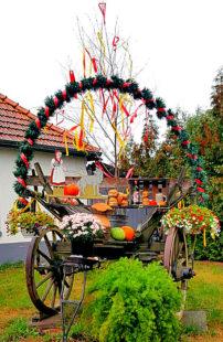 Die Hausener haben den Erntewagen zum Kartoffelfest schon hergerichtet. Foto: Tourismusservice Rotkäppchenland