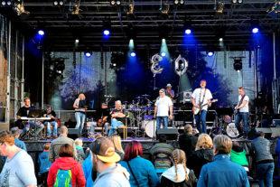 Jukas on Tour, die inklusive Hephata-Band aus Mitarbeitern und Klienten, Foto: © Stefan Betzler | Hephata
