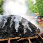 Zum Köhlerfest am Diebelsborn führt eine Gemeinschaftswanderung am 15. September. Foto: nh