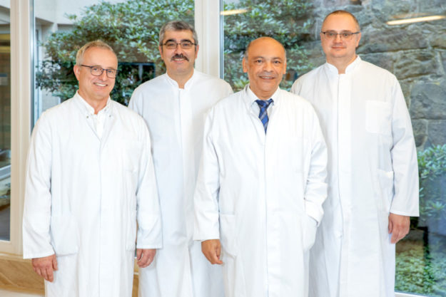 Leitender Oberarzt Klotz, Oberarzt Alhoussan, Chefarzt Dr. Mohssen und Assistent Ianiuk. Foto: nh
