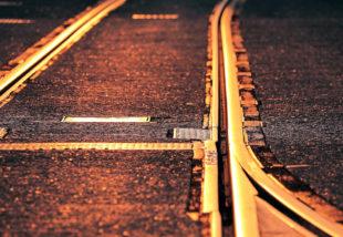 Goldene Zeiten für die Schiene. Nicht zuletzt aufgrund der aktuellen Klima-Debatte sieht die Branche den öffentlichen Nahverkehr im Aufwind. Foto: S. Hermann & F. Richter | Pixabay