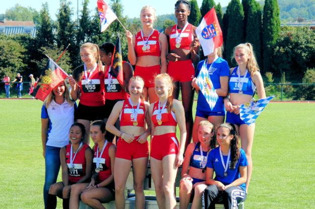 Siegerehrung über 4x100 m. Foto: nh