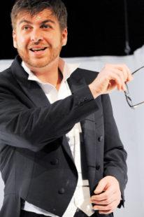 Franz Josef Strohmeier bringt ein unterhaltsames Stück Theatergeschichte auf die Bühne. Foto: nh