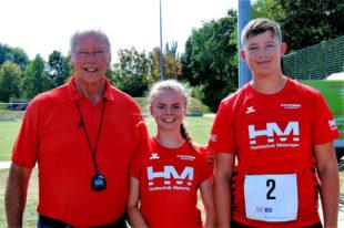 Trainer Alwin J. Wagner mit seinen beiden erfolgreichen Schützlingen Vivian Groppe und Luis André. Foto: nh