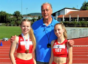 Vivian Groppe und Maybritt Böttcher mit Trainer Alwin Wagner. Foto: nh