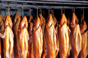 Geräucherte Forellen und andere Spezialitäten gibt es auf dem Räucherfest in Christerode. Foto: moerschy | Pixabay