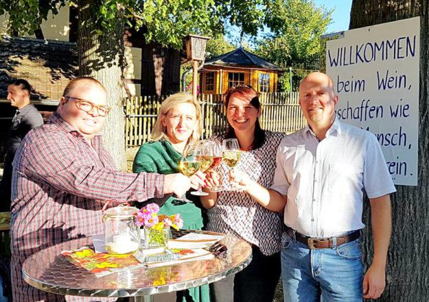 Stefan Heinemann (stv. Vorsitzender), Olga Fischer sowie das Ehepaar Katrin und Jan Rauschenberg. Foto: nh