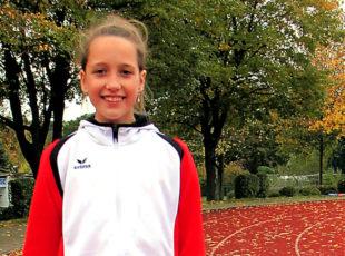Die 11-jährige Kiara Schleider freute sich über zwei persönliche Bestleistungen zum Saisonabschluss in Uslar. Foto: nh
