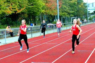 Ella Gleim (links) und Nele Schmoll waren die überragenden Sprinterinnen. Foto: nh