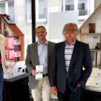 Eröffnung der Energieeffizienzhausmodell-Ausstellung (v.li.): Energieberater Klaus Ohlwein, Energiebeauftragter Tobias Rimpau und Klimaschutzdezernent Helmut Mutschler. Foto: nh