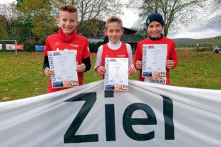 Linus Schopf, Jan Heilmann und Aaron Wicke (v.li.) haben sich als erfolgreiche Straßenläufer profiliert. Foto: nh