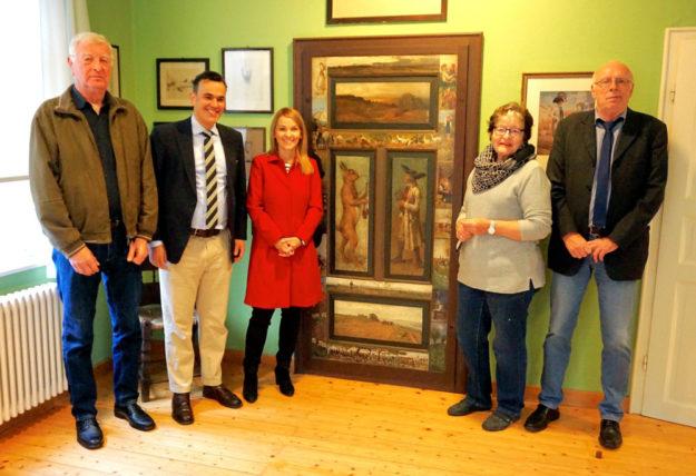 Paul Kalbfleisch, Dr. Stefan Naas, Wiebke Knell, Ulrike Becker-Dippel und Manfred Ries (v.li.) im Malerstübchen. Foto: FDP
