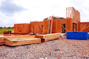 Beim Bau der eigenen vier Wände muss jetzt deutlich mehr Geld auf den Tisch gelegt werden. Foto: Paul Brennan | Pixabay