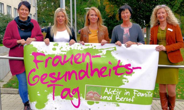 Katja Heiwig (Starthilfe), Carina Kessler (Stadt Borken), Elena Rein (Jobcenter), Bärbel Kesper (Agentur für Arbeit), Gerlinde Eckhardt (Frauenbeauftragte) laden zum 3. Frauengesundheitstag ein (v.li.). Foto: nh