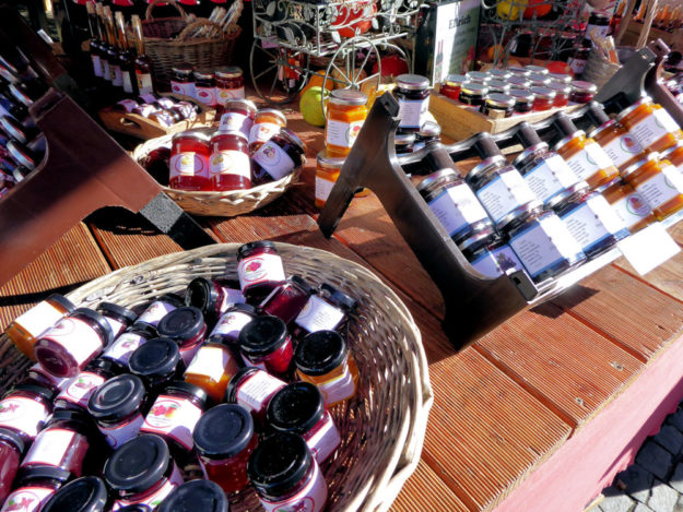 Auf dem Spezialitätenfestival gibt es viele regional produzierte Köstlichkeiten, darunter Gelees, Marmeladen und Konfituren in unterschiedlichsten Geschmacksrichtungen. Foto: nh