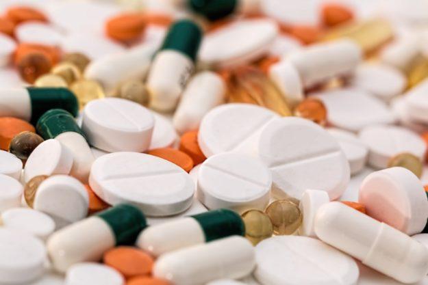 Viele Pillen können Symptome auslösen, die Alzheimer ähneln, meint Biologin Cornelia Stolze im Welt-Interview. Foto: Steve Buissinne | Pixabay