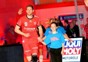 Morgen (31.10.; 19.00 Uhr) geht es auswärts gegen den THW Kiel in der Sparkassen Arena. Tobias Reichmann kennt die Atmosphäre dort. Der MT-Rechtsaußen hatte von 2009 bis 2012 das Zebra-Dress getragen. Foto: Heinz Hartung