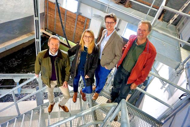 Dr. Helge Beyer, Wiebke Knell, Marion Schardt-Sauer und Dr. Ronald Steinhoff (v.li.) im Weilburger Wasserkraftwerk. Foto: FDP
