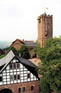 Die Wartburg bei Eisenach wurde 1067 von Ludwig dem Springer gegründet und gehört seit 1999 zum UNESCO-Weltkulturerbe. Foto: Schmidtkunz