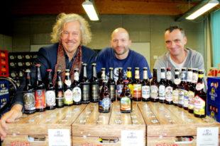 Es gibt wieder den Bier-Adventskalender der GrimmHeimat NordHessen Markus Exner, Florian Rehbock und Bernhard Kreutzer (v.li.) stellen das regionale Brau-Produkt vor. Foto: Regionalmanagement Nordhessen