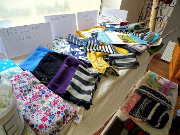 Arbeitslose Frauen – mit und ohne Migrationshintergrund – stellten in der AGH Nähwerkstatt Neues aus gebrauchten Textilien her. Foto: nh