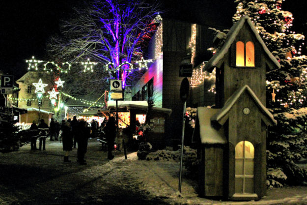Wie im Märchen: Der stimmungsvolle Gudensberger Weihnachtsmarkt. Foto: Rainer Sander