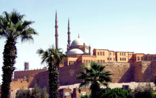 In der gängigen Anschauung von Afrika sind oft noch die Bilder (das Foto zeigt die Saladin-Zitadelle in Kairo) einer kolonialen Epoche präsent. Tatsächlich werden die Beziehungen zwischen Afrika und Europa durch Handel, Migration und auch politische Kooperation bestimmt. Foto: Albert Dezetter | Pixabay