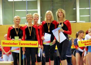 Elke Matschke mit dem Landesteam W55+. Foto: nh