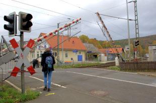 Der Bahnübergang von Röhrenfurth bleibt zwischen dem 15. und 19. November wegen Sanierungsarbeiten geschlossen. Foto: Gerald Schmidtkunz